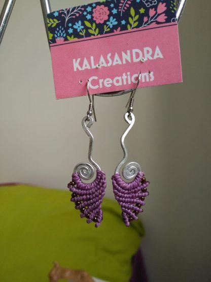 Handmade macrame earrings. Handmde aluminum wire design. Purple Macrame earrings. Boho earrings. Bohochick. Artisan jewelry