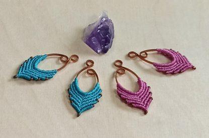 pendientes medianos de macramé artesanal. pendientes hechos a mano. pendientes artesanales. bohochick