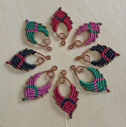 small artisan macrame earrings. handmade macrame earrings. artisan earrings. Bohochick.