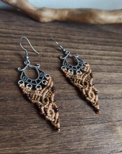 brown macrame earrings. kalasandra earrings. zamak earrings. earthy colors macrame earrings. handmade. artisan earrings. celtic jewelry